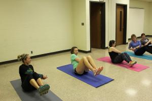 russian twist in group fitness class