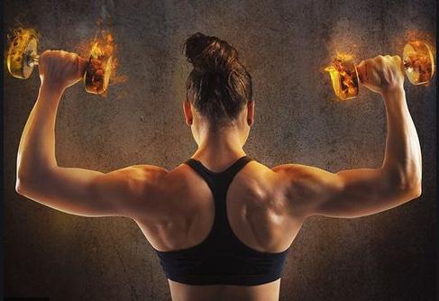 woman in sports bra holding simmering dumbbells